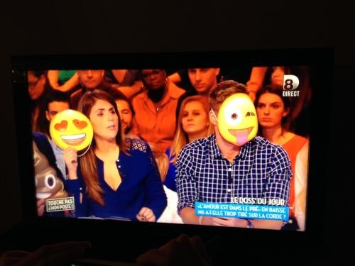 Matthieu Delormeau et Valérie Benaïm avec les masques émoticônes !